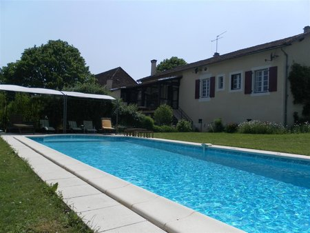 Superb Dordogne family home with high rental and development opportunities - 212,000€